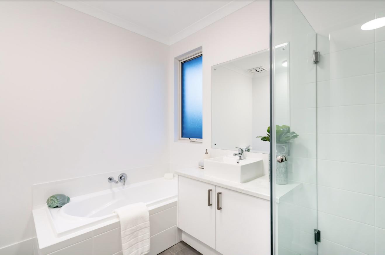 semi frameless shower screen